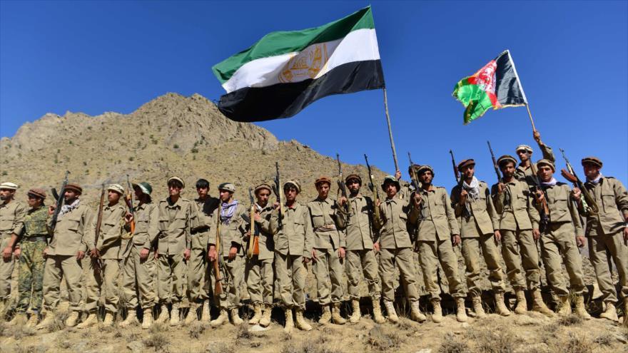 Fuerzas del Frente de Resistencia Nacional afgana en un entrenamiento militar en Panjshir, 2 de septiembre de 2021. (Foto: AFP)