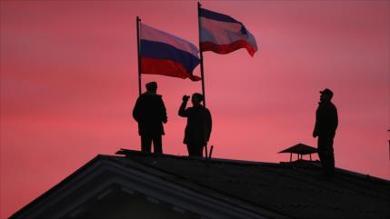 Moscú insiste: Crimea es rusa y no se discute en cita Putin-Zelenski