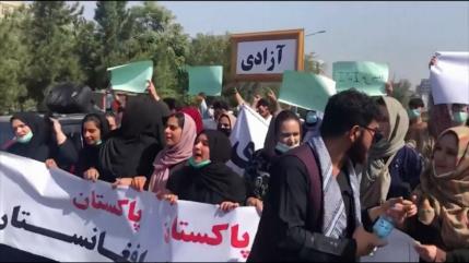 Afganos protestan contra los talibanes y la intervención paquistaní