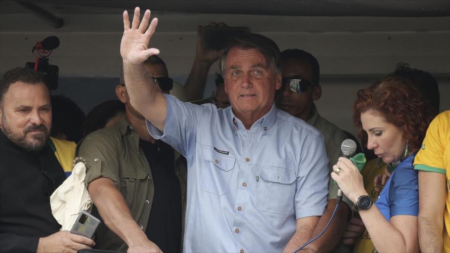 Presidente brasileño, Jair Bolsonaro, saluda a sus simpatizantes en una manifestación en Sao Paulo, Brasil, 7 de septiembre de 2021. (Foto: AFP)