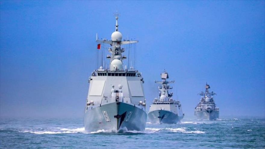 Un grupo de fuerzas navales del Comando del Teatro Sur del Ejército Popular de Liberación (EPL) de China surcando las aguas territoriales del gigante asiático.