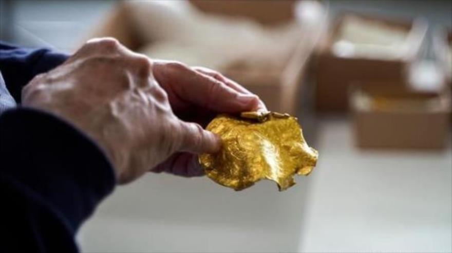 Una de las medallas doradas desenterradas en Dinamarca. (Foto: Museo de Vejle)