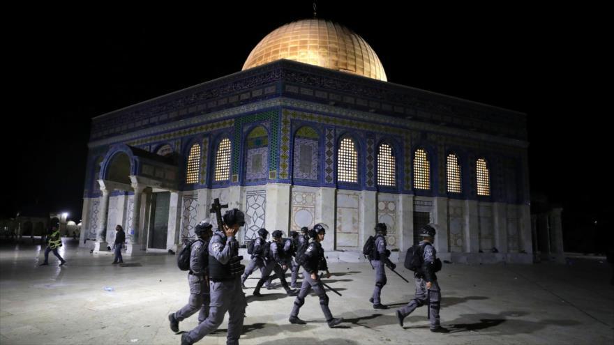 Fuerzas israelíes en la Mezquita Al-Aqsa, en Al-Quds (Jerusalén). (Foto: Reuters)