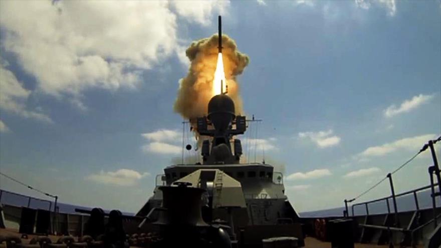 Lanzamiento de un misil de crucero Kalibr de la Armada de Rusia. (Foto: TASS)