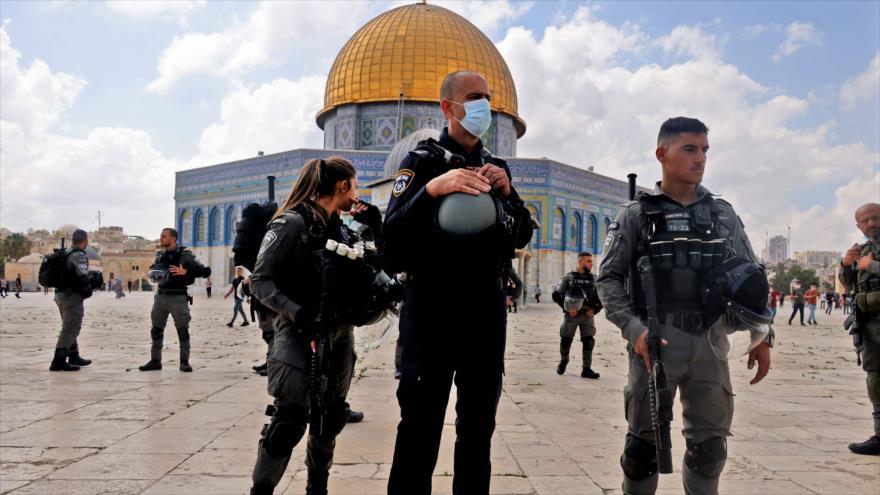 Fuerzas israelíes frente a la Cúpula de la Roca, en la explanada de la Mezquita Al-Aqsa, en Al-Quds (Jerusalén), 10 de septiembre de 2021. (Foto: AFP)