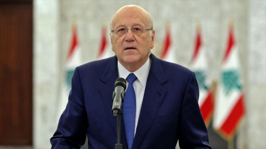 El premier libanés, Nayib Mikati, ofrece un discurso en Beirut, El Líbano, 10 de septiembre de 2021. (Foto: AFP)