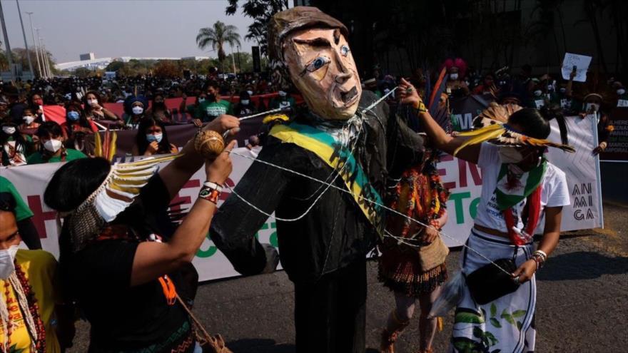 ¡Fuera Bolsonaro!: Miles de mujeres indígenas protestan en Brasil