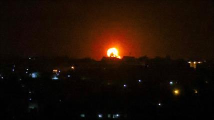 Israel bombardea Gaza y palestinos derriban un dron israelí