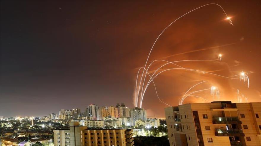Cohetes lanzados desde la Franja de Gaza contra los territorios ocupados por Israel, 12 de mayo de 2021. (Foto: Reuters)