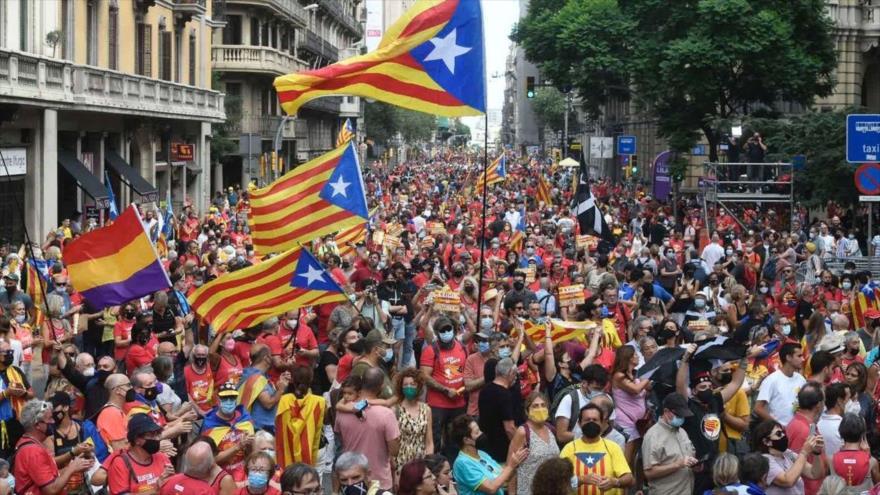 Catalanes salen a las calles para celebrar su Día Nacional, Diada