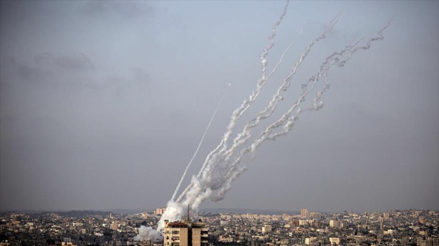 Cohetes lanzados desde la Franja de Gaza hacia territorios ocupados por Israel, 10 de mayo de 2021. (Foto: AP)