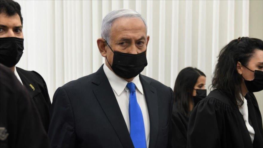 El expremier israelí Benjamín Netanyahu en la sala del tribunal antes del inicio de una audiencia en su juicio por corrupción, Al-Quds, febrero de 2021. (Foto: Reuters)