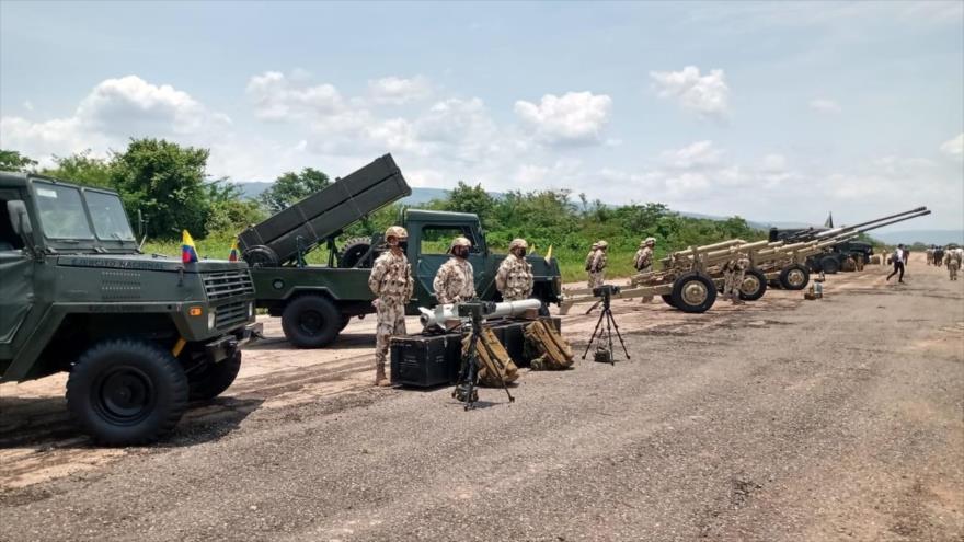 El Ejército de Colombia lleva a cabo un ejercicio militar en la frontera con Venezuela.