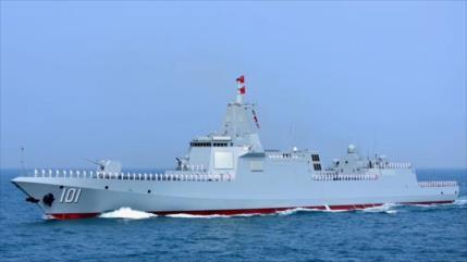 ¿El buque de guerra más avanzado de China entró en la ZEE de EEUU?