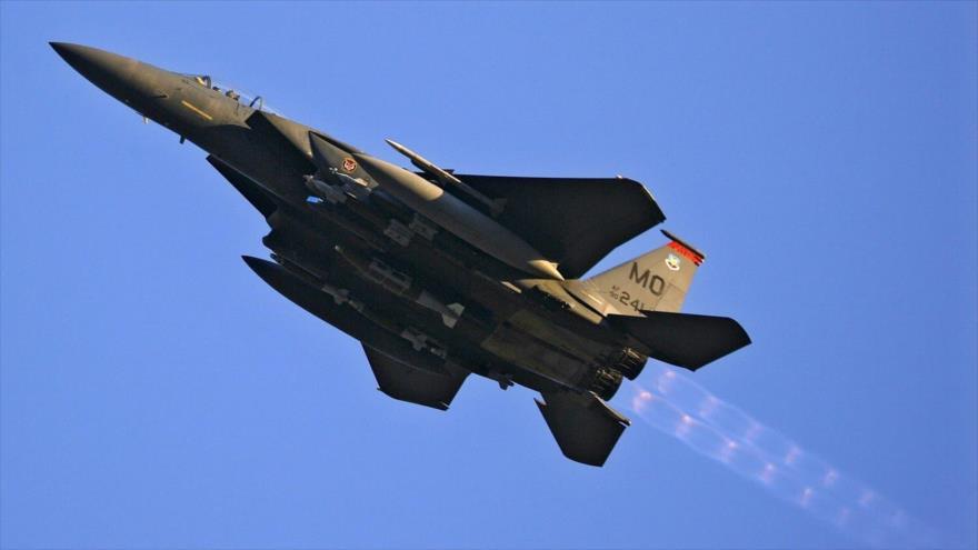 Un avión de combate F-15 de la Fuerza Aérea de EE.UU. en pleno vuelo. (Foto: Reuters)