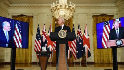 Francia: Estados Unidos y Australia nos apuñalaron por la espalda