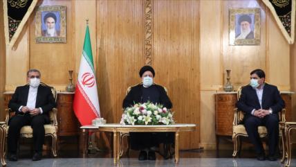 Raisi afirma que Irán prioriza extender lazos con países regionales