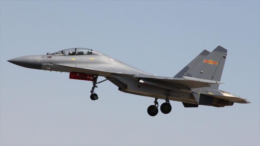 Vídeo: Un caza chino J-16 intercepta un avión extranjero