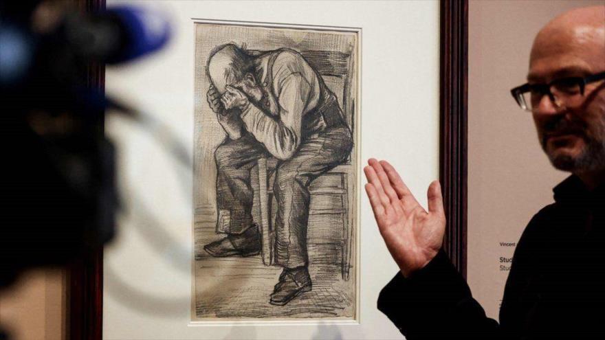 El Museo Van Gogh presenta una obra de dicho artista, llamada 'Worn Out', en Ámsterdam, Países Bajos, 16 de septiembre de 2021.