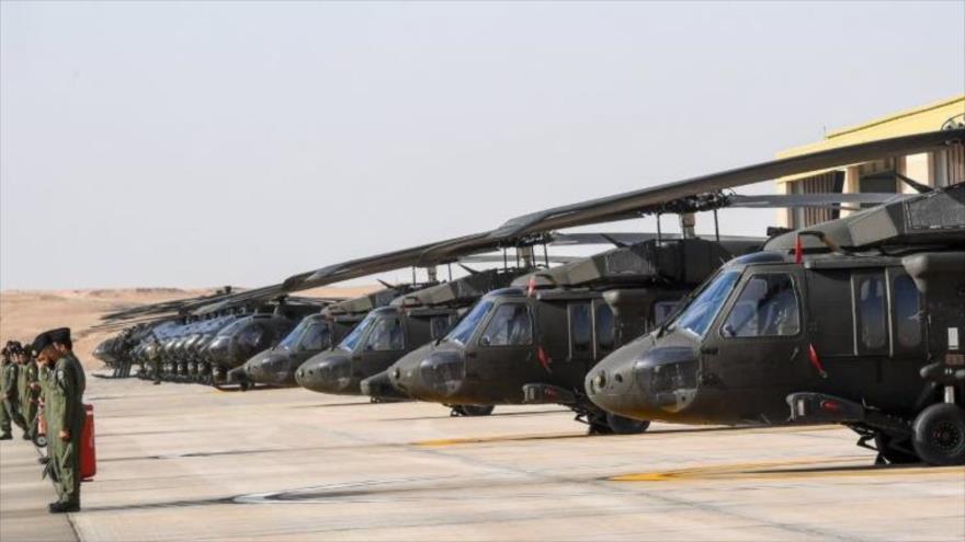 Helicópteros Black Hawk y AH-6 en una base aérea de Riad, capital saudí. (Foto: Guardia Nacional de Arabia Saudí)