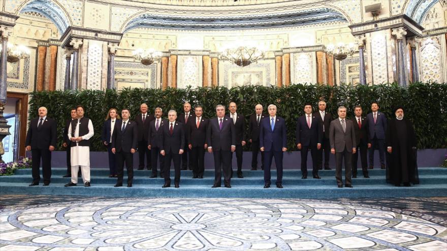 Los líderes de estados miembros de la Organización de Cooperación de Shanghái (OCS) en la 21ª cumbre de la alianza en Dushanbé, capital de Tayikistán, 17 de septiembre de 2021. (Foto: President.ir)