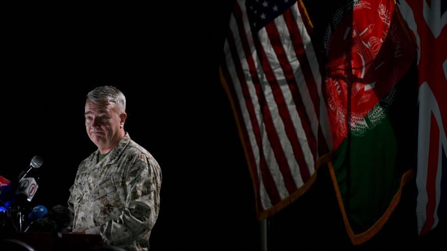 El general Kenneth McKenzie, jefe del Centcom de EE.UU., habla en la embajada estadounidense en Kabul, capital afgana, 25 de julio de 2021. (Foto: AFP)