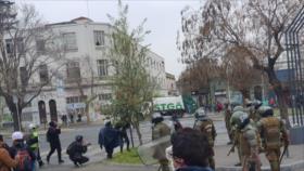 Vídeo: Carabineros reprimen a manifestantes en Chile