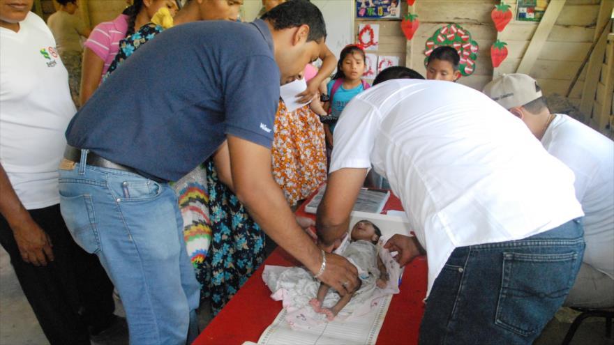 Un niño de 30 días es revisado por desnutrición, deshidratación y candidiasis oral n Coronte, Panamá, 25 de septiembre del 2015.