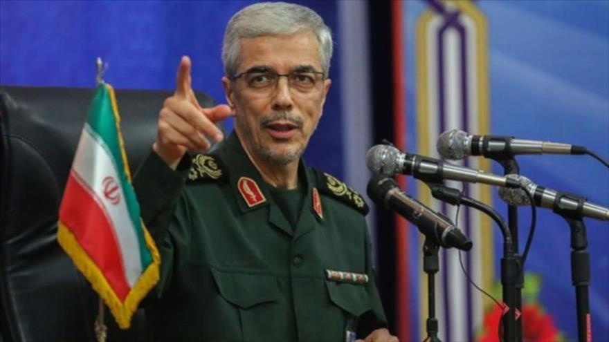 El jefe de Estado Mayor de las Fuerzas Armadas de Irán, el general de división Mohamad Hosein Baqeri, habla en un mitin.