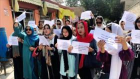 Manifestantes afganas exigen permitir asistencia de niñas a escuela