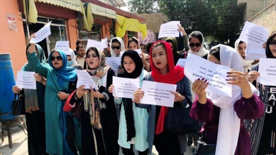 Manifestantes afganas exigen permitir asistencia de niñas a la escuela