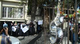 Manifestantes piden a Dinamarca retorno de niño iraní a sus padres