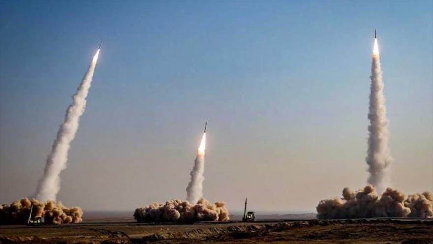 El Cuerpo de Guardianes de Irán lanza misiles durante un ejercicio de entrenamiento, 15 de enero de 2021. (Foto: Sepah News)