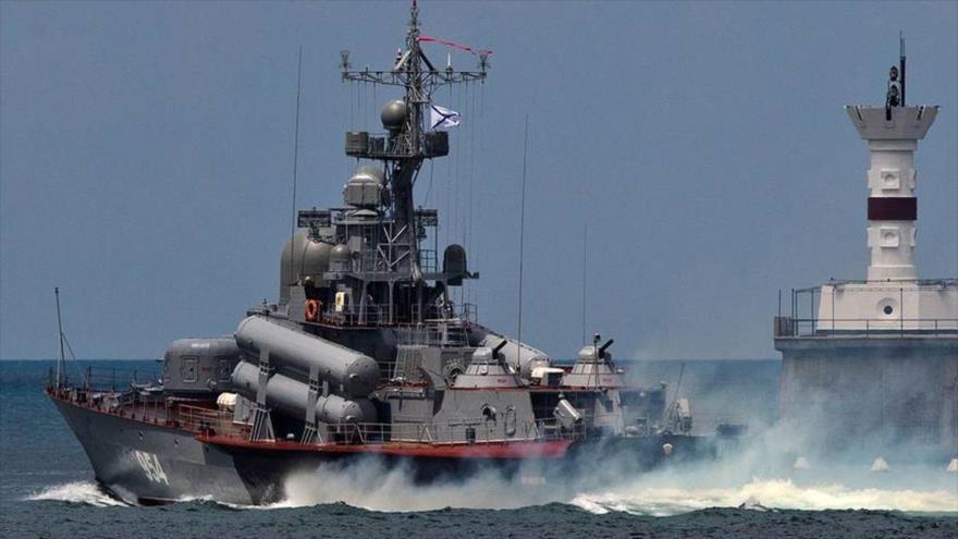Una embarcación lanzamisiles rusa Ivanovets.