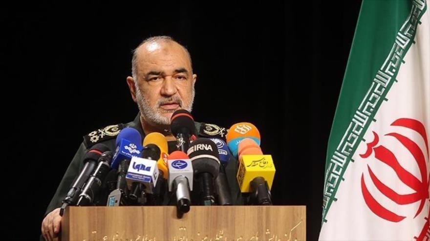 El comandante en jefe del CGRI de Irán, el general de división Hosein Salami, habla en una ceremonia cultural, 22 de septiembre de 2021. (Foto: Tasnim)