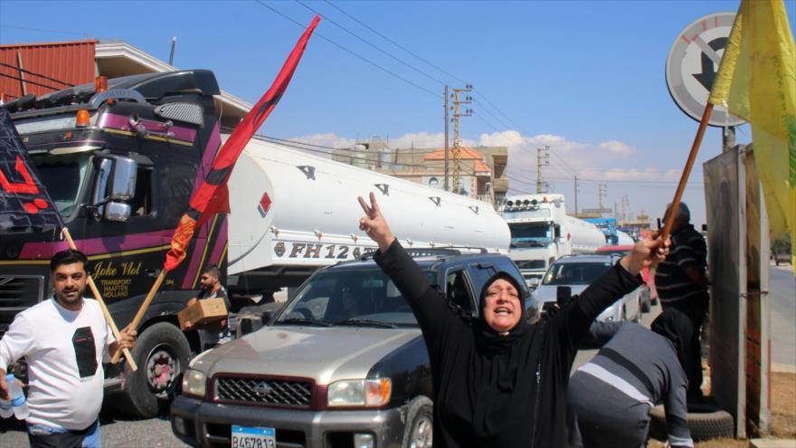 Libaneses celebran llegada de combustible enviado por Irán a su país, Bekaa, El Líbano, 16 de septiembre de 2021. (Foto: AFP)