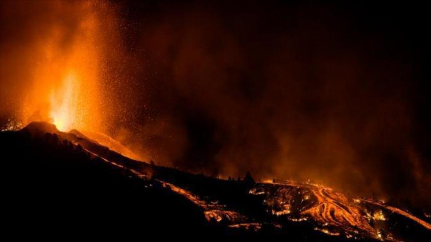 Las imágenes captadas por drones muestran enormes destrucciones provocadas por la erupción del volcán en la isla española de La Palma.