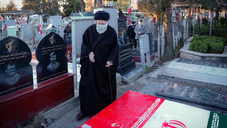 Líder: Iraníes no olvidan sacrificios de mártires en Defensa Sagrada   HISPANTV