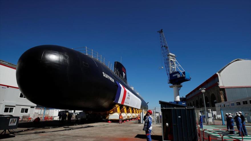 Submarino nuclear francés de clase Barracuda sale de los talleres de construcción en el sitio del Grupo Naval en Cherburgo, Francia, 5 de julio de 2019. (Foto: Rueters)