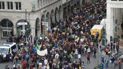 Jóvenes protestan por cambio climático en todo el mundo