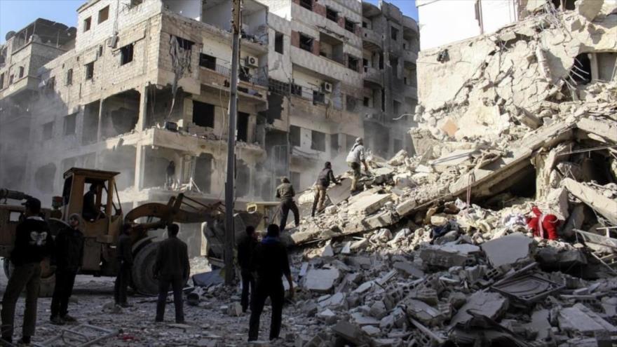 Un edificio se derrumba después del ataque con bomba en Damasco, capital de Siria, 26 de diciembre de 2015.