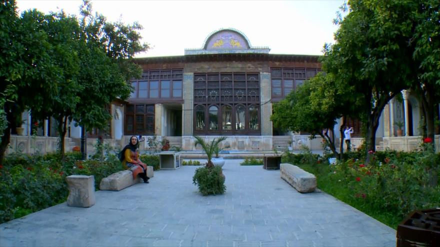 Irán: Ejercicios matinales, Palacio de Zinat ol Molk en Shiraz