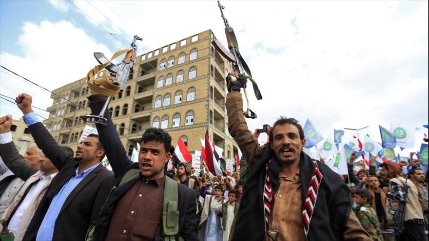 Partidarios del movimiento popular Ansarolá en una ceremonia en Saná, capital de Yemen, 21 de septiembre de 2021. (Foto: AFP)