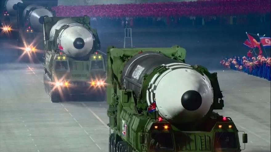 Misiles balísticos Hwasong-15 en un desfile miiltar en Pyongyang, la capital de Corea del Norte, 10 de octubre de 2020. (Foto: AFP)