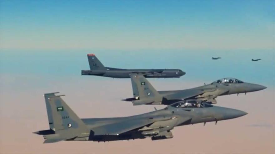 Aviones de guerra de la coalición liderada por Arabia Saudí durante una operación.