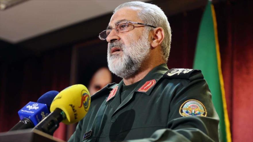 El portavoz jefe del Estado Mayor de las Fuerzas Armadas de Irán, Abolfazl Shekarchi, habla durante un acto. (Foto: IRNA)