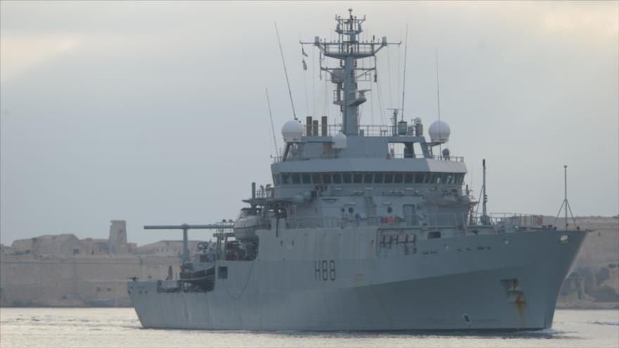 Buque de reconocimiento británico HMS Enterprise (H88) durante una misión en África.
