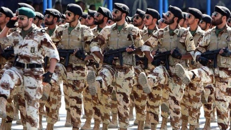Fuerzas del Cuerpo de Guardianes de la Revolución Islámica (CGRI) de Irán en un desfile militar.