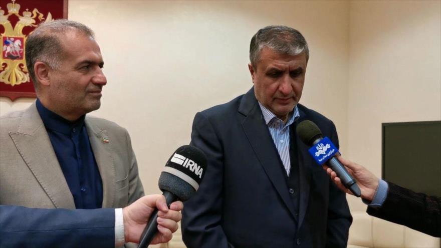 Jefe de Organización de Energía Atómica de Irán, Mohamad Eslami, habla con periodistas en Moscú, capital rusa, 28 de septiembre de 2021. (Foto: IRNA)