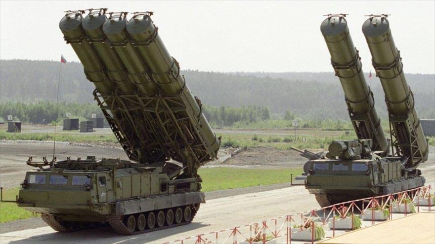 Dos sistemas antiaéreos S-300 de fabricación rusa.